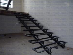 Лестница из профильной трубы 80х40 №2