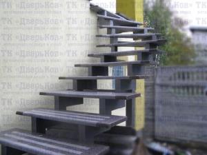 Лестница из профильной трубы 120х80