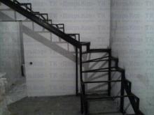 Лестница из профильной трубы 80х40